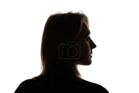 Photo pour Silhouette de jeune femme regardant loin isolé sur le blanc - image libre de droit