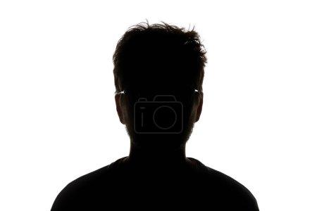 Silueta de hombre en gafas mirando a cámara aislada en blanco