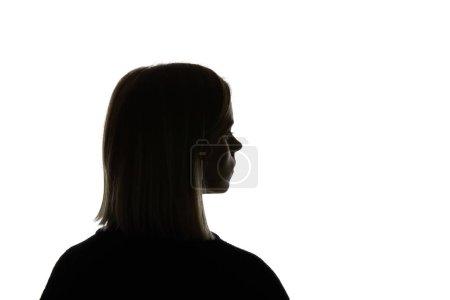 Silueta de mujer mirando hacia otro lado aislada en blanco