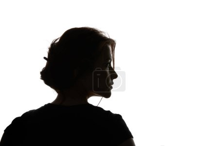 Photo pour Silhouette de femme pensive regardant loin isolé sur le blanc - image libre de droit