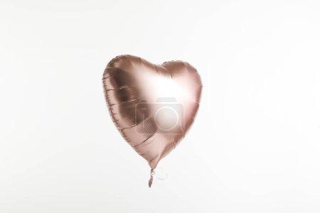 Foto de Globo de oro en forma de corazón aislado en blanco con espacio de copia - Imagen libre de derechos