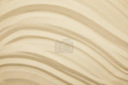 Photo pour Surface sablonneuse texturée et dorée sur la plage en été - image libre de droit