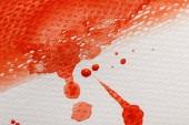 """Постер, картина, фотообои """"крупным планом зрения красной яркой акварельной краской мазок с каплями на белом текстурированный фон"""""""