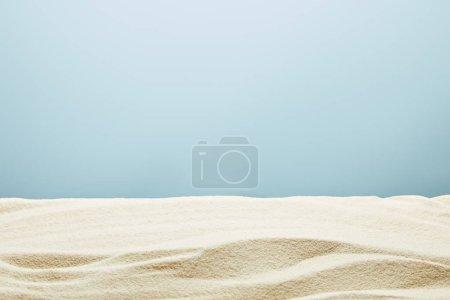 Photo pour Wavy textured golden sand on blue background - image libre de droit