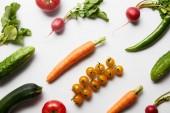 """Постер, картина, фотообои """"верхний вид свежих цельных органических овощей на белом фоне"""""""