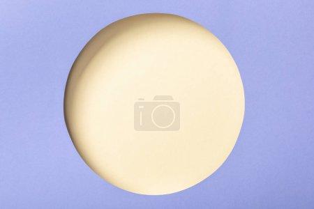 Photo pour Fond de papier violet avec le trou rond beige - image libre de droit