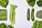 "Постер, картина, фотообои ""top view of green organic vegetables on white background"""