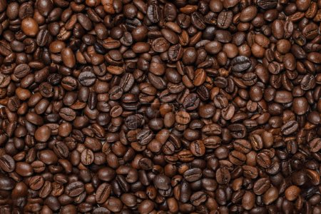 Photo pour Vue du haut des grains de café texturés frais savoureux - image libre de droit