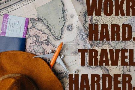 Foto de Vista superior del pasaporte con tarjeta de embarque, sombrero, auriculares y modelo de avión pequeño en el mapa con el trabajo duro, viaje más duro ilustración - Imagen libre de derechos