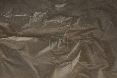 Foto de Vista superior de la superficie de papel de pergamino arrugado beige oscuro con espacio de copia - Imagen libre de derechos