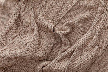 Foto de Vista superior de suéter marrón acogedor de punto - Imagen libre de derechos