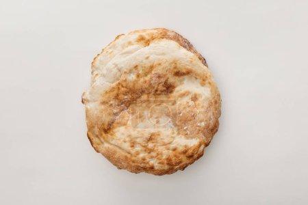 Ansicht von oben auf Lavasch Brot isoliert auf weiß