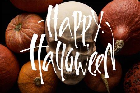 Photo pour Citrouilles et crâne sur fond noir avec heureuse illustration Halloween - image libre de droit