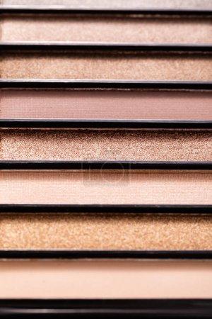 Photo pour Gros plan de la palette des ombres à paupières pastel - image libre de droit