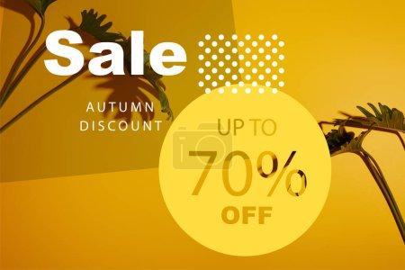 Photo pour Feuilles vertes tropicales sur fond jaune avec illustration vente automne - image libre de droit