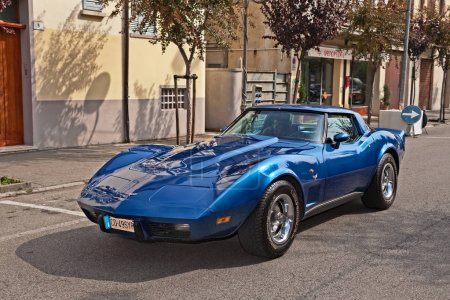 vintage sports car Chevrolet Corvette