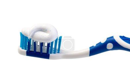 Photo pour Brosse à dents et dentifrice sur fond blanc - image libre de droit