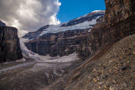 Photo pour Glacier Victoria près du lac Louise dans le parc national Banff, Alberta, Canada - image libre de droit
