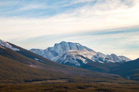 Photo pour Fisher Peak, une montagne à Kananaskis dans les montagnes Rocheuses canadiennes, Alberta, Canada - image libre de droit