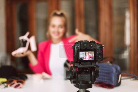 Photo pour Gros plan caméra noire enregistrement nouvelle vidéo de mode - image libre de droit