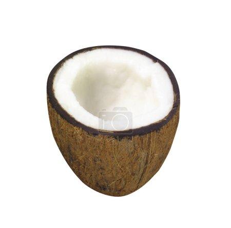 Noix de coco à moitié isolée sur fond blanc