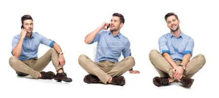 collage de beau employé de bureau en chemise bleue et pantalon beige assis sur le sol et parlant sur smartphone isolé sur blanc