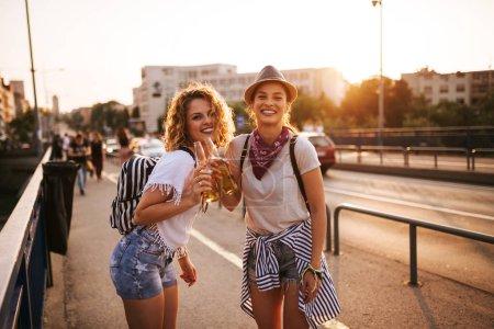 Photo pour Aller sur festival de musique d'été . - image libre de droit