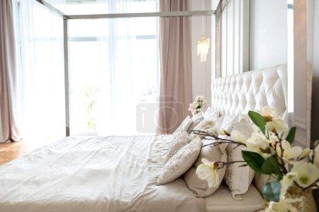 Photo pour Design intérieur riche de luxe avec des meubles classiques élégants - image libre de droit
