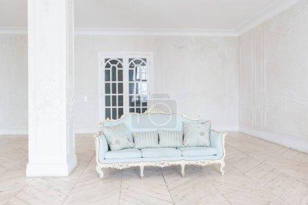 Foto de Diseño de interiores de dormitorio rico lujo con mobiliario clásico - Imagen libre de derechos
