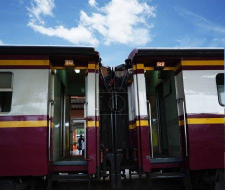 Photo pour Public thai train railway.on blue sky background. - image libre de droit