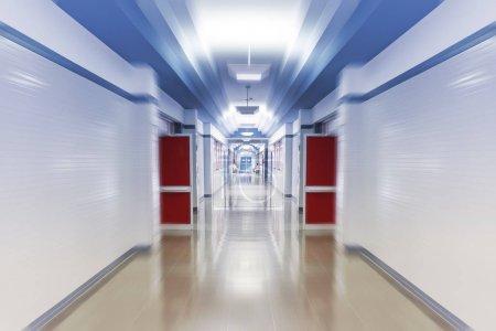 Foto de Corredor del hospital de emergencias, blanco, espacio limpio e higiénico, desenfoque de movimiento, - Imagen libre de derechos