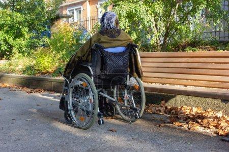 Stockphoto B221512254 - Senior Lady med en kørestol på en solrig efterår aften - B221512254