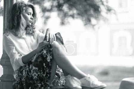 Porträt einer jungen schönen nachdenklichen Frau