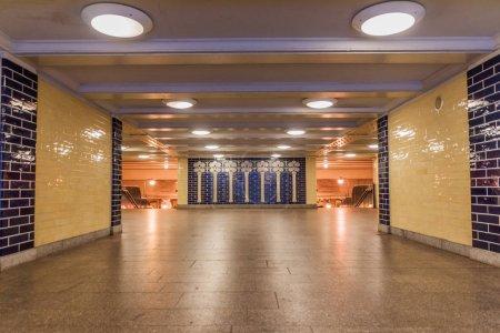 Vista de la estación de metro de Berlín U-Bahn Klosterstrasse, Alemania