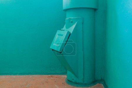 Photo pour Poubelle dans un immeuble à Minsk, Biélorussie - image libre de droit