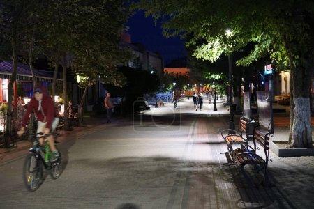 Photo pour Ruelle sombre et sentiers lumineux à Hanovre, Pennsylvanie la nuit . - image libre de droit