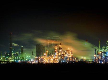 Rafinerii ropy naftowej w nocy - długi ekspozycji obrazu