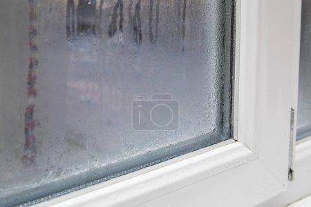 Photo pour Le problème - fenêtres en PVC brume - image libre de droit