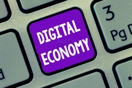 Foto de Escritura a mano escritura de texto Economía Digital. Concepto que significa red mundial de actividades y tecnologías económicas . - Imagen libre de derechos