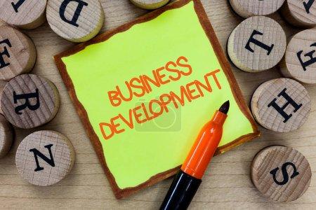 Photo pour Texte d'écriture de mots Business Development. Concept d'entreprise pour implémenter la valeur de croissance au sein et entre l'entreprise . - image libre de droit