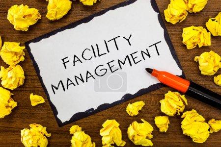 Photo pour Note d'écriture montrant le Facility Management. Photo d'affaires montrant la discipline à fonctions multiples Entretien de l'environnement . - image libre de droit