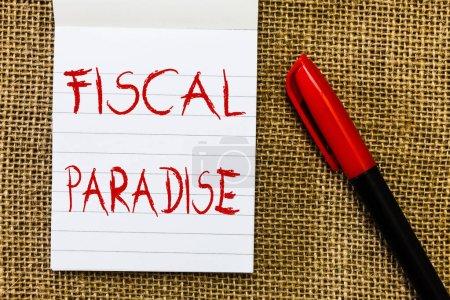Photo pour Texte d'écriture des paradis fiscaux. Concept, ce qui signifie que le gaspillage des fonds publics est un sujet de grande préoccupation. - image libre de droit