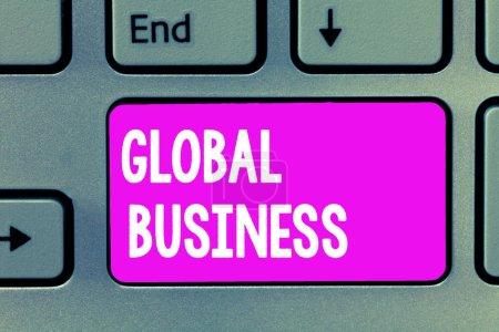 Photo pour Texte écrit des mots Global Business. Concept d'affaires pour le commerce et le système d'entreprise une entreprise faisant à travers le monde. - image libre de droit
