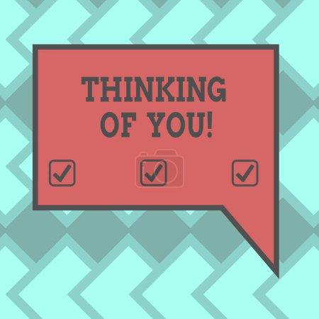 Photo pour Signe de texte montrant Thinking Of You. Photo conceptuelle d'avoir quelqu'un sur l'esprit, se rappelant une démonstration avec l'amour blanc rectangulaire couleur bulle avec photo Border droite - image libre de droit