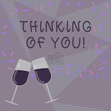 Photo pour Signe de texte montrant Thinking Of You. Photo conceptuelle d'avoir quelqu'un sur l'esprit, se rappelant une démonstration avec l'amour rempli de vin verre griller pour la célébration avec photo de confettis éparpillés - image libre de droit