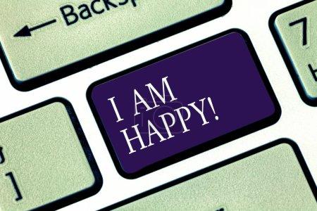 Photo pour Note d'écriture montrant que je suis heureux. Photo d'affaires mettant en valeur Avoir une vie remplie d'amour bonheur au travail Clé de clavier Intention de créer un message informatique appuyant sur l'idée du clavier - image libre de droit