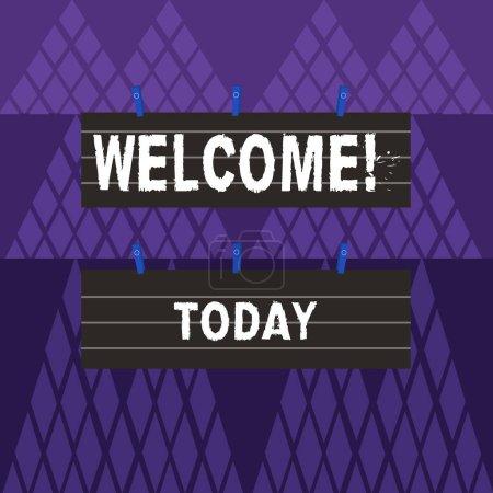 Signe texte montrant Bienvenue. Photo conceptuelle Remerciements chaleureux pour quelqu'un aimable aimé remercié deux couleurs blanc taille de bande doublée feuille de papier accroché à l'aide de la pince à linge bleue .