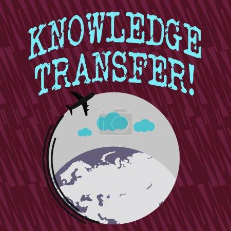 Signe texte montrant le transfert des connaissances. Partage de photos conceptuelles ou diffusion de connaissances et d'expériences Avion avec icône en mouvement Voler autour Globe coloré et espace texte vide .