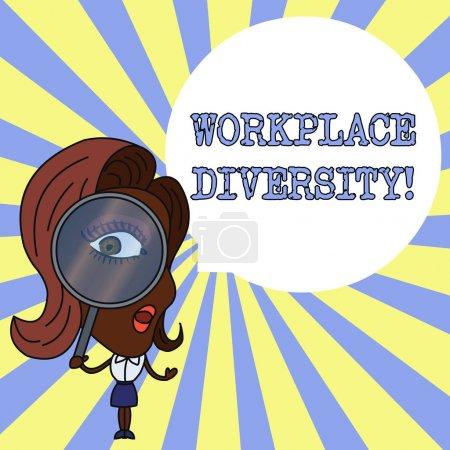 Photo pour Ecriture conceptuelle montrant la diversité en milieu de travail. Concept signifiant environnement qui accepte chaque individu s est différences Femme regardant à travers Loupe en verre Big Eye bulle de parole - image libre de droit