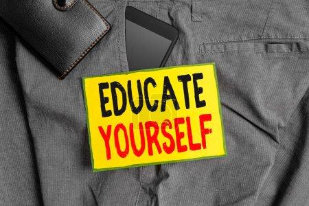 Photo pour Rédaction conceptuelle de main montrant Educate Yourself. Concept signifiant se préparer ou quelqu'un dans une zone particulière ou sujet Appareil Smartphone à l'intérieur de la poche avant du pantalon avec portefeuille - image libre de droit